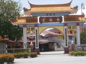 Kompleks Kuil Cina berhadapan stesen bas Lumut
